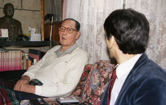 Stanley Pranin interviews famous sumo wrestler Tenryu at his home in 1987