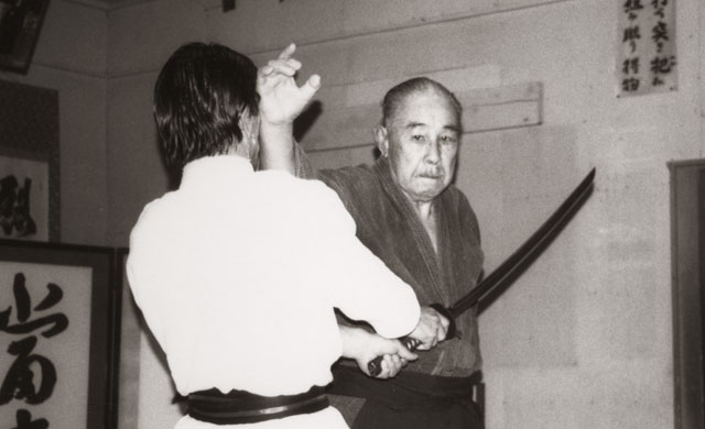 Minoru Mochizuki Sensei demonstrating tachidor at his Shizuoka Dojo in 1992