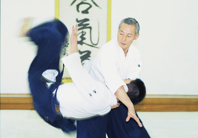 Seishiro Endo Sensei executing iriminage at the Aikikai Hombu Dojo in 1996